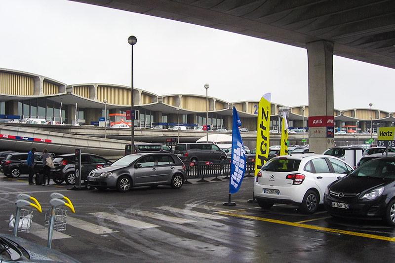 Парковки автопрокатных компаний в аэропорту Париж Шарль-Де-Голль