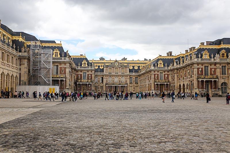 Версальский дворец - сюда можно съездить из Парижа на арендованном автомобиле