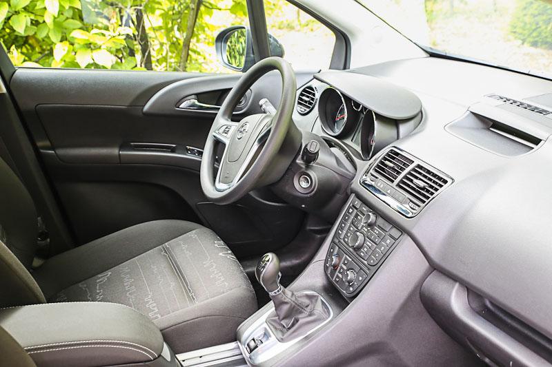 Автомобиль Opel Meriva внутри