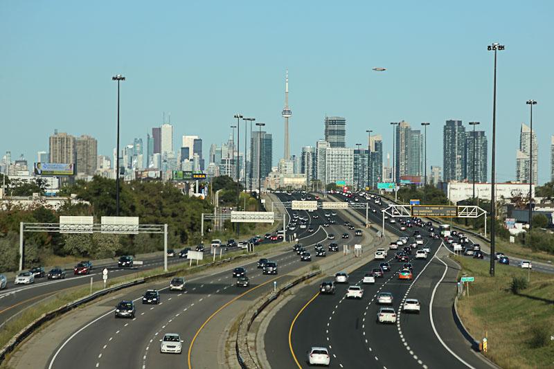 Аренда авто в Торонто - скоростная дорога в центр города