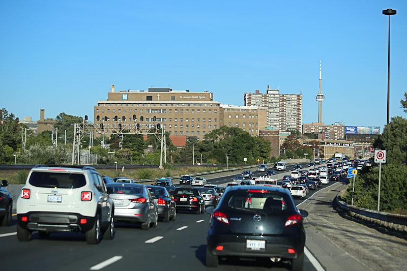 Автомобильная пробка в городе Торонто