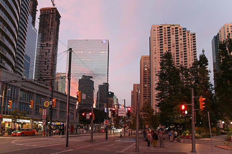 Прокат автомобиля в Торонто - поездка в центр города